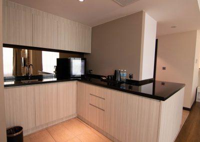 deluxe-suite-kitchen