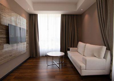deluxe-suite-living